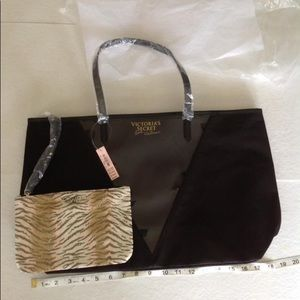 NWT... VS bag set